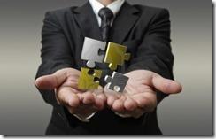13973678-hombre-de-negocios-muestra-3d-puzzle-metalico-como-concepto